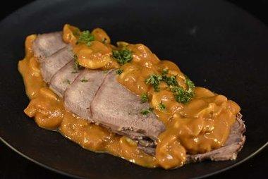 Rundstong in madeirasaus ongeveer 450 gr vlees en saus samen