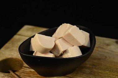 Gekookte kipfilet in blokjes 16,50 €/kg