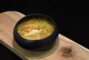 kippensoep extra met groentjes, vermicelli en stukjes kipfilet 1 liter